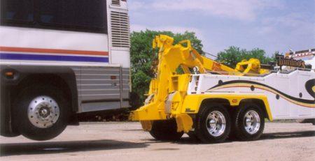 Keuntungan Menggunakan Jasa Derek Mini Bus yang Dilengkapi Crane